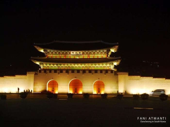 GWANGHAMUN GATE AT NIGHT